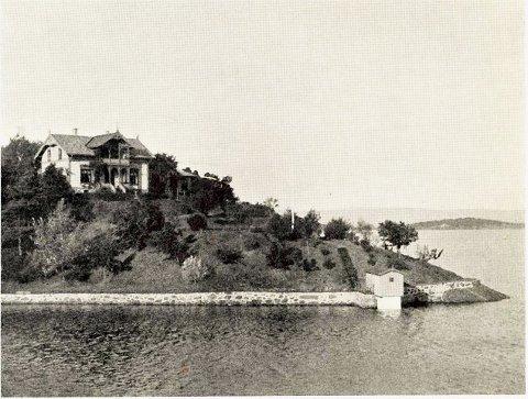 """Huset har adresse Heimlibakken 1. Familien Grøndahl kjøpte huset i 1893. Bildet er fra boken """"Agathe og O.A. Grøndahl 1847 – 1947 – et minneskrift"""" av O.M. Sandvik."""