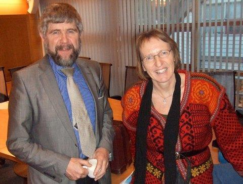 Otto Benjaminson og Marit Elisebet Totland har reagert på ordføraren sin handlemåte, men tok jul med eit smil i går.