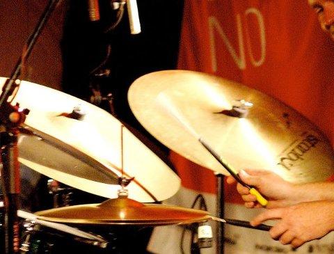 på Trommis-jakt: Drumline-gruppa i Frydenlund skolekorps søker flinke trommeslagere. (Illustrasjonsfoto)