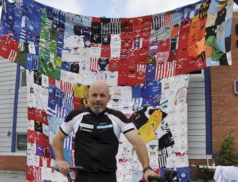 The Shirt: I går var Bjørn Heidenstrøm på Notodden med verdens største t-skjorte.