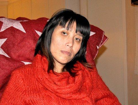 LITT BEDRE: Wanja Øksøy (38) synes hun ser tegn til endring i det omsorgssystemet som hittil ikke har fungert som det skal. Foto: Guri Larsen