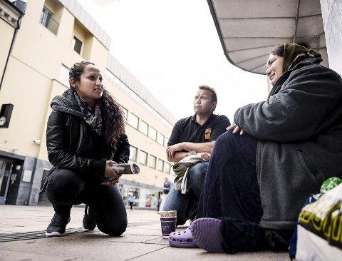 – Å ha en som både kan norsk og rumensk i Drammen, og som vil hjelpe oss, kjennes veldig trygt, sier Silvia Spiridon.