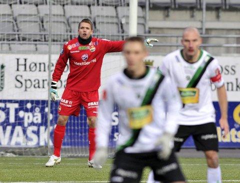Lars Stubhaug har skrevet kontrakt med Strømsgodset ut sesongen. Stubhaug har egentlig akkurat lagt opp for å satse på studier, men samme dag ringte SIF og tilbød han en ekstra reserveplass.