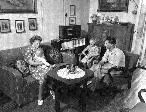 Sånn levde de da, på 1950-tallet. Hanne vil ha eldre bilder også.
