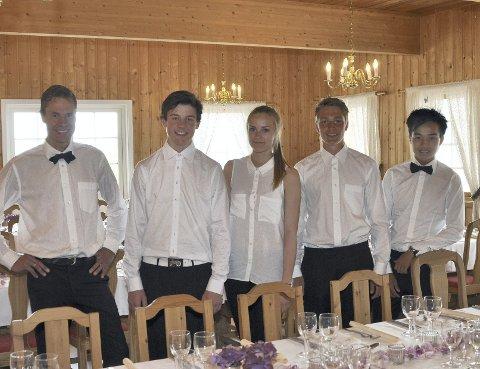 Tidligere Elever:  Håvard med sine tidligere elever som kelnere. Fra venstre: Einar Østby, Hanna Rapstad, Øystein Øverbø og Chaiyaporn Wattanasiri.