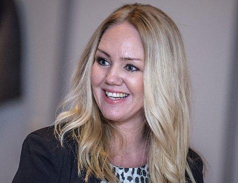 Hårfin: Marina Wik-Dahl sørger for brudens frisyre. – Hun er midtpunktet denne dagen og må føle seg flott.