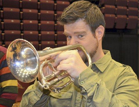 Dirigent: Andres Halla er en kjent musiker i distriktet. Nå svinger han dirigentstokken foran Lismarka Mesnali Brass. Arkivfoto