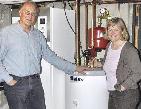 Fornøyde: Ekteparet Bekken Halvorsen er fornøyd med bergvarmeanlegget de har investert i.