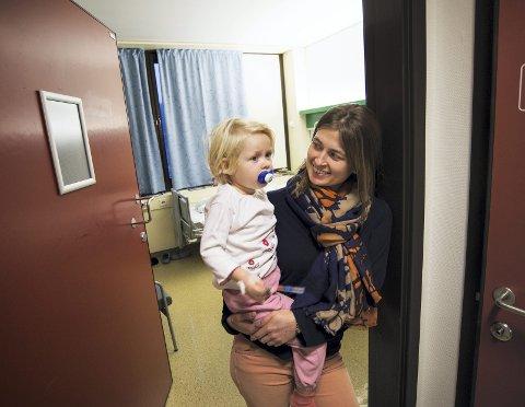 Det går den rette veien for Olivia og mamma Camilla. – Den var morsom, sa Olivia om lykketrollblyanten hun fikk i gave.