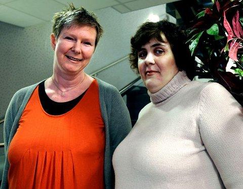 Tigger pengerIngunn Fossli (t.v.) og Anette Strømnes starter kronerulling til en ishettemaskin til Sykehuset Østfold. Foto: Trond Thorvaldsen