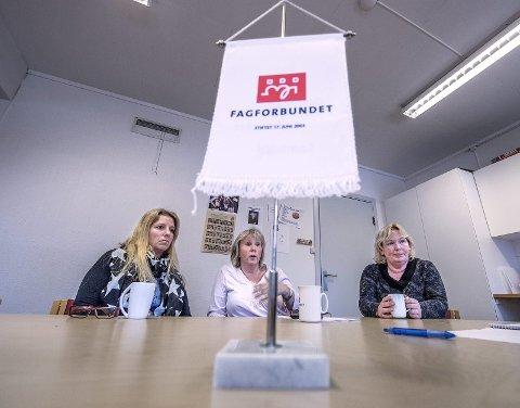 Engasjerte: De tillitsvalgte Wibecke Eriksen (til venstre), Anita F. Lorentzen og Fagforbundets leder Mona Bergersen kjemper for hele stillinger. Foto:  Christian Clausen