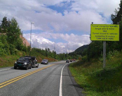 Oslofjordtunnelen har vært stengt for tunge kjøretøy over 7,5 tonn siden tunnellbrannen i juni 2011.