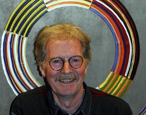 SENTRUM: Øystein Sunde i sentrum for forestillingen «Det året det var så bratt».