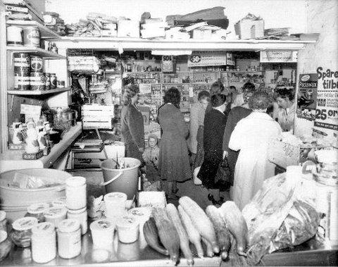 <b>Pers kolonial anno 1948.</b> -&nbsp;Slik så den min aller første kolonial på Holmestrandsveien ut. Varer som kjøtt og grønnsaker lå som reklame i vinduet. Det er ikke lov i dag, sier Per Kristensen.
