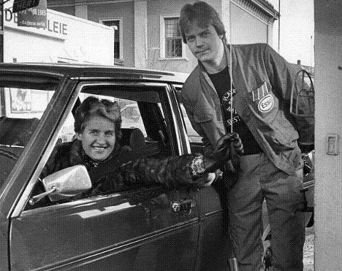 Personlig service på bensinstasjon på Strømsø.