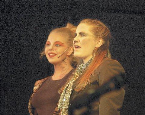 KATTER: Thyra Pauline Eljarbø (f.v.) og Julianne Ofstad som Shere Khan og Bagheera.