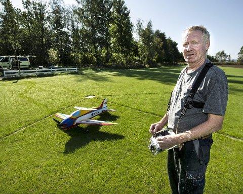 Kjell Tore Pettersen i Fredrikstad Modellflyklubb er glad for at alt er i orden igjen
