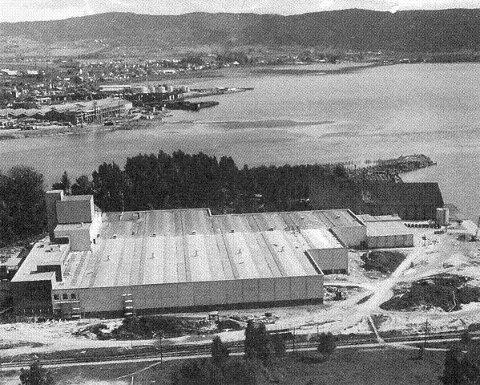 Byggingen av kabelfabrikken og flytting av 200 arbeidsplasser til Holmen, la grunnlaget for den nye tiden. Kabelfabrikken var med på finansiering av den nye Holmenbrua fra Prins Oscarsgate, som gjorde etableringen mulig.