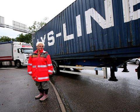 Avdelingsdirektør Turid Stubø Johnsen midt i «stormens øye» - tungtrafikken som kveler Moss.