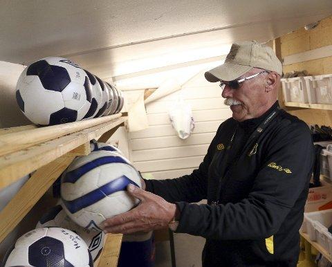 Orden: Ballene slenges ikke bare på gulvet hos Terje Henriksen.