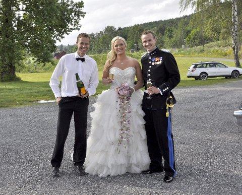 Bryllup: Håvard med brudeparet Marianne og Jørgen Ringstad som valgte Strandhytta for sin bryllupsfest.
