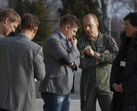 Tverrpolitisk: Rådeordfører René Rafshol og varaordfører i Moss, Annen Bramo, i samtale med kaptein Thorshaug Wang.