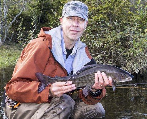 Lidenskapelig: Tor Solbakken fra Elverum er en ivrig fluebinder og fluefisker. Han vil delta i fluebinderpanelet.