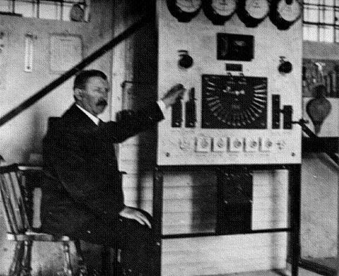 PIONER: Jens Jørgen Bull-Andersen på Vestre Nødsel i Hernes åpnet Norges første vinddrevne elektrisitetsverk i 1910.