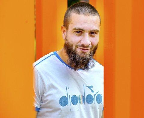 Mounir Hamoud hadde ikke planer om å gro skjegg, men så ble det bare slik. Nå er det blitt Godset-backens varemerke, og han har ingen planer om å barbere det bort – uansett hvor mye lagkameratene anmoder.