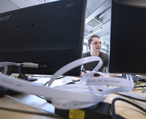 DATAREVOLUSJONÆR: Filsystemet vi har i dag med mapper og slikt, ble funnet opp på 50-tallet. Det er et system der brukeren i stor grad må rette seg inn etter det datamaskinen ønsker. Vi vil gjøre det mer slik at datamaskinen innretter seg etter mennesker. Målet er å gjøre filsøk på data så enkelt som mulig, sier Stephan Nordnes Eriksen.