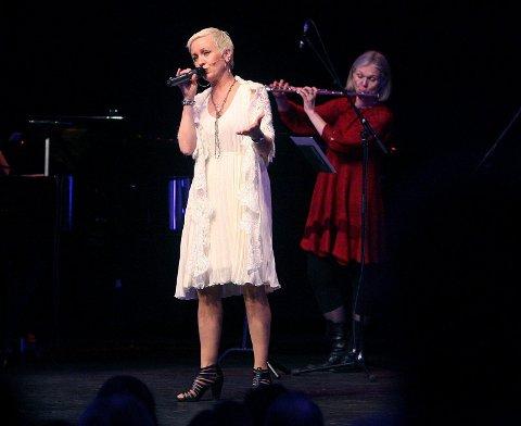 Åse Line Kure sang og Maiken Schau spilte fløyte.