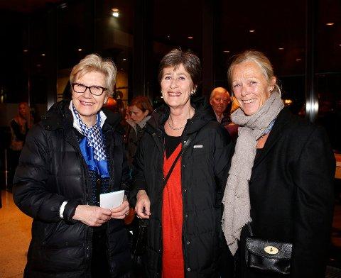 TRIO: Bente Andersen, Nina Fretheim og Anne Welle- Strand hadde tatt turen fra Oslo for å få med seg Charlie Siem-konserten. De tre jobbet tidligere sammen på Sandvika BI. FOTO: TORE GURIBY