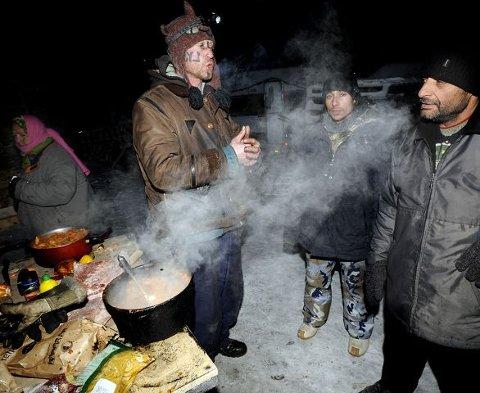 Hjerterom og husromIngar Aasen, alias «Art Ranger», huser rumenske sigøynere i kulden. I romjulen ba ordføreren sigøynerne om å dra fra leiren på Øra. Det har skapt reaksjoner. Arkivfoto: Trond Thorvaldsen