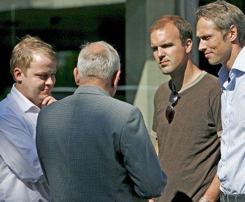 Erlend Wiborg (til venstre) oppfatter Moss FKs søknad til kommunen om fritak for leieutgifter i juni og juli på grunn av anleggsarbeidet på Melløs som frekt. Claus Hansen (midten) og MFK-leder Jan Solvang (til høyre). Foto Terje Holm