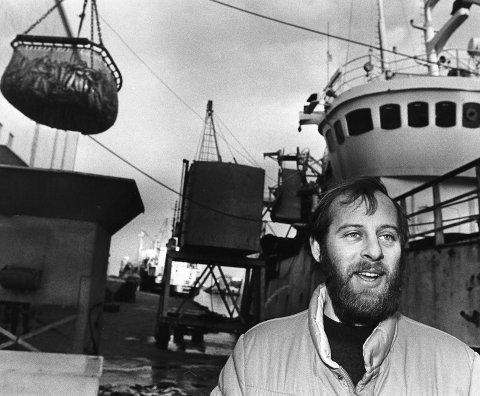 Storfangst: De store sildeårene var over da skipper Magne Alvsvåg på «Solvår» fra Bømlo losset 600 hl sild av en fangst på 1000 hl ved Iglo i februar 1985.Foto: Jens O. Kvale