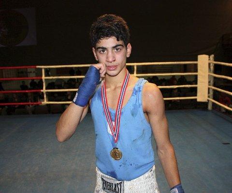 USLÅELIG: Ingen kan tukte TK-bokser Ali Srour. Denne helgen brukte han fire minutter på å bli norgesmester i klassen 49 kilo.  Foto: Boksing.no