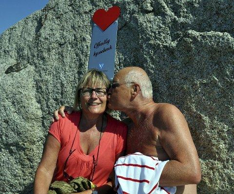 KJÆRLIGHET: Tom Mickelsen Gran fra Oslo er glad i Ann Kristin Strand og det viser han mer enn gjerne.