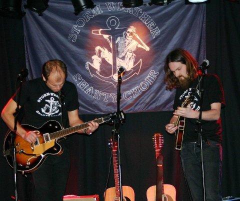 Håkon Vatle (til venstre) og Roald Kaldestad i Storm Weather Shanty Choir. Arkivfoto: Truls Horvei