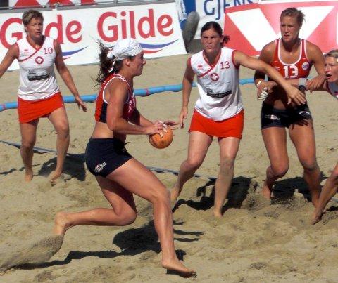 Betina Riegelhuth var med i sanden da Norge tok sølv under fjorårets EM. Nå er det VM som står for tur.