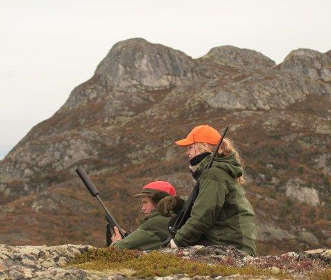 Sigurd Backe og Therese A. Fossan venter på reinen syd for Åklia.