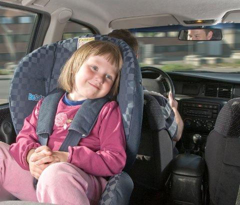 Prosjektleder Carina Henske i Trygg Trafikk er bekymret over at ikke flere barn i denne aldersgruppen sitter sikret på tryggest mulig måte.