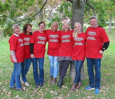 VERDENSDAGEN for psykisk helse markeres her i Svelvik snart. På bildet fra venstre Mona, Ellen, Hanne Sofie, Annette, Anne, Karine og Tor.