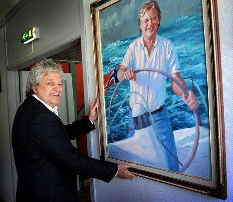 Johnny Jonas , som også har malt den britiske dronningen, ga Henning Forsberg denne gaven.