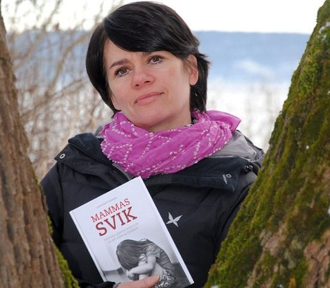 Aktuell bok: Slemmestad-forfatter Anne-Britt Harsem ga i november i fjor ut boka «Mammas svik» på Nova forlag. Boka er historien til den eldste datteren i den såkalte «Alvdal-saken». Rettssaken som gjelder den eldste datteren starter 4. mars.
