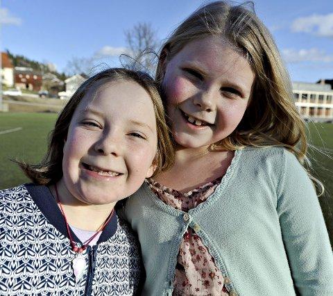 Ane Smemo (t.v.) og Thale Bu (begge 8 år) ønsker seg mer aktivitet på skolen.  – Fordi det er gøy!