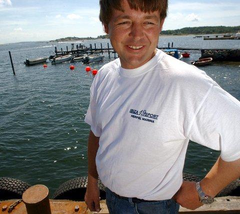 – positivt for miljøet: Lars Bustgaard, daglig leder ved Herføl Marina, tror mange vil skaffe seg nye og mer miljøvennlige båtmotorer når avgiften forsvinner i sommer. Arkivfoto: Jørgen Braastad