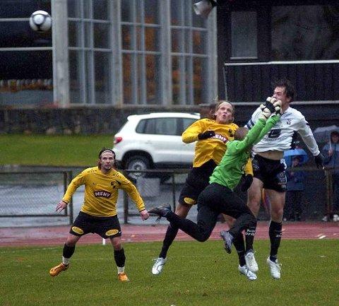 Petter Harila tok skylden da han gikk ut og tapte duellen mot Steinar Tenden på 0-1. Simen Amundsen nådde heller ikke opp i duellen, mens Christer Pedersen ble tilskuer.