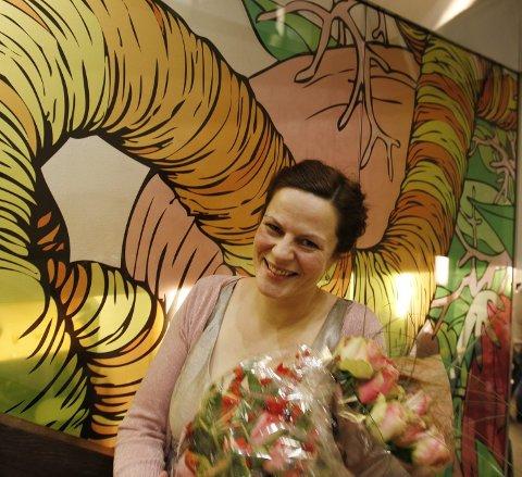 Avduking av kunstverk på Gassco. Kunstneren er Marit Victoria Wullf Andreassen.