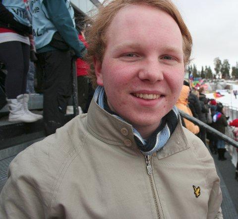 Emil Alexander Engeset i Unge Høyre er lettet over at årets skolevalgkamp er avlyst.
