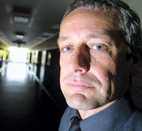 Rektor Jens Nicolaisen mener det er viktig å flagge nulltoleranse overfor narkotika. Elevene fikk i morgentimene i dag beskjed om at politi og narkohund var på vei, og at den som ikke ønsket å være i klasserommet i det narkohunden kom, kunne forlate rommet.